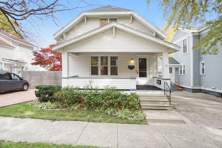 213 Clinton Avenue, Grand Haven, MI 49417