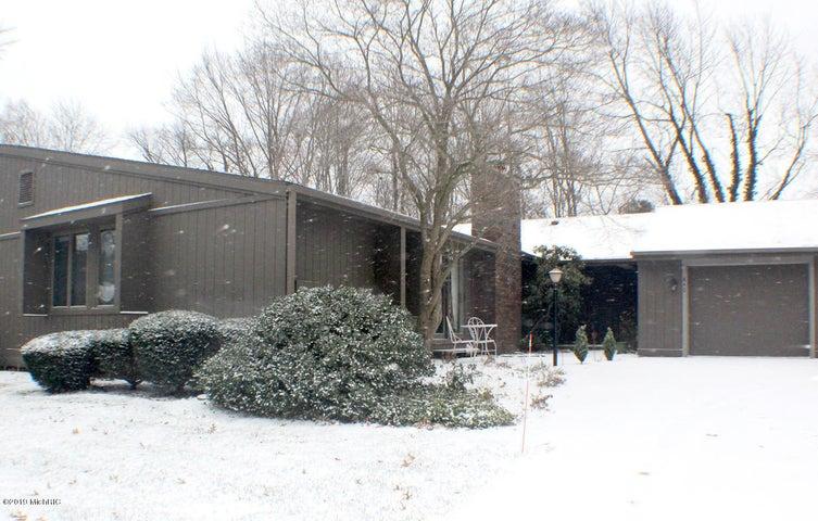 840 Brook Village Court, Holland, MI 49423