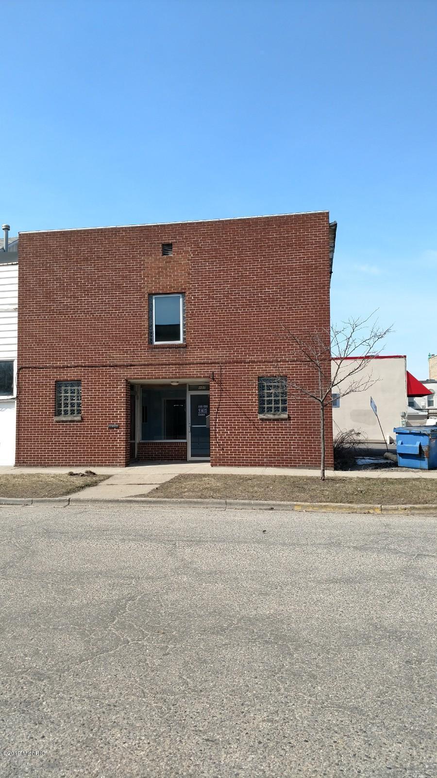 107 N Warren Avenue, Big Rapids, MI 49307