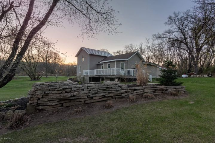 2528 Lowell View Avenue SE, Lowell, MI 49331