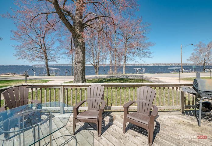 4405 S. SHORE DR . 2 BEDROOM ACCROSS FROM WHITE LAKE