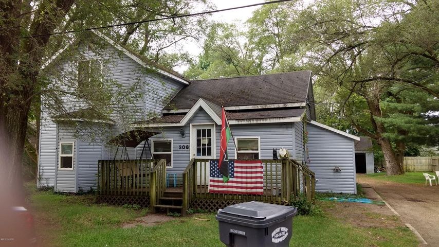 206 Pleasant Street, Hartford, MI 49057