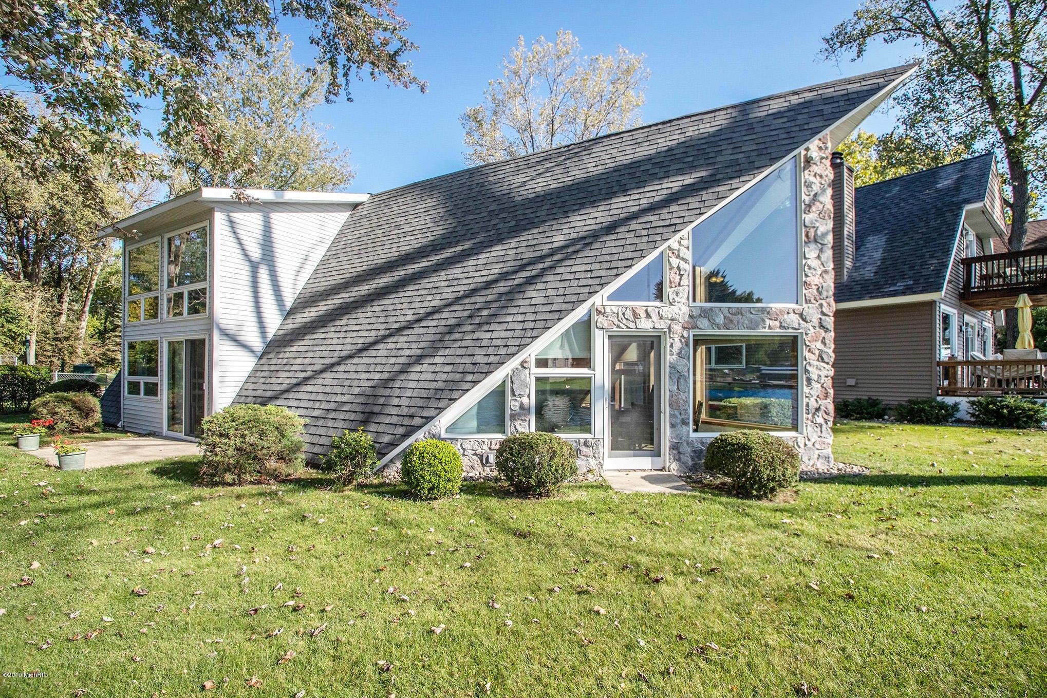 5075 Shoreview Drive, Coloma, MI 49038