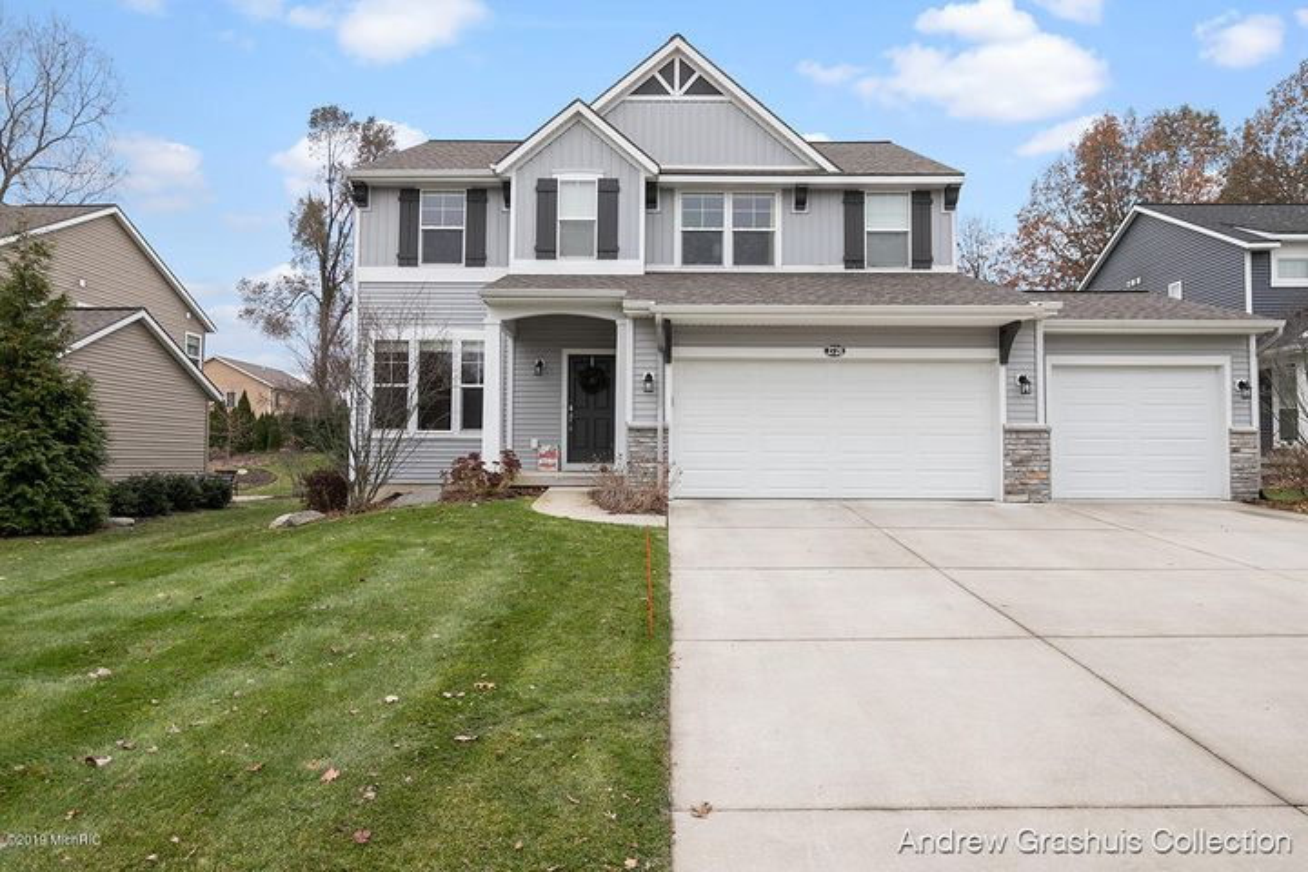 2728 Copper Hill Drive NE, Grand Rapids, MI 49525