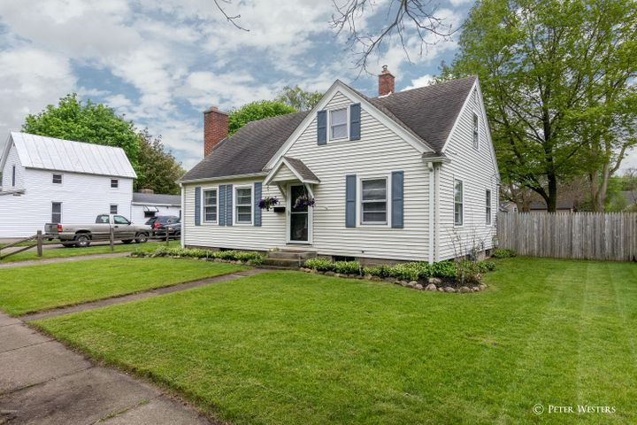 535 W Maple Street, Wayland, MI 49348