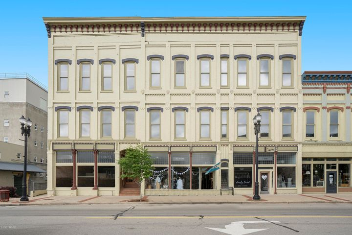 212 W Main Street SE, Unit #201, Lowell, MI 49331