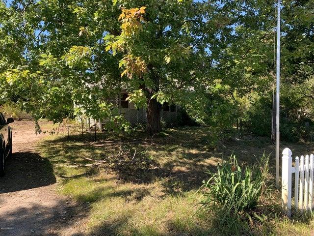 691 Lincoln Lake Avenue SE, Lowell, MI 49331