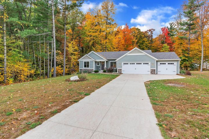 10971 Crowning Acres Court, Rockford, MI 49341