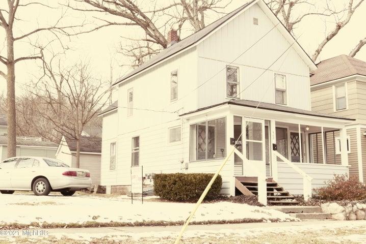 908 Village Street, Kalamazoo, MI 49009