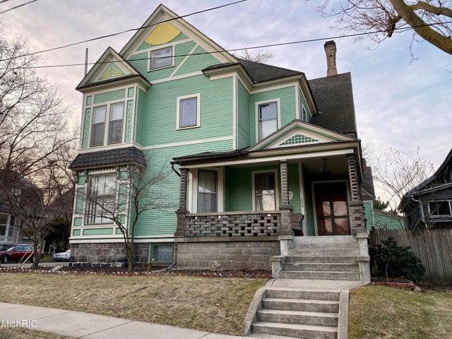 326 Cherry Street SE, Grand Rapids, MI 49503