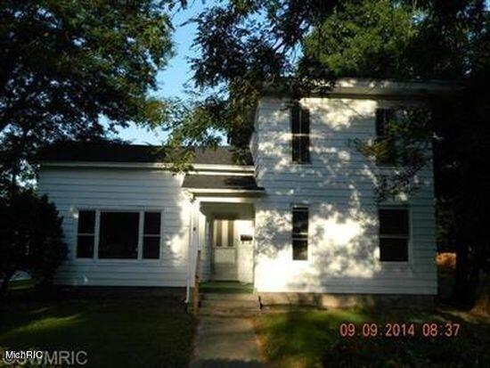 1000 Lincoln Lake Avenue SE, Lowell, MI 49331