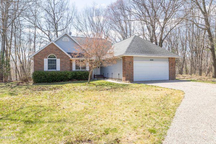 10481 Valley Court, Canadian Lakes, MI 49346
