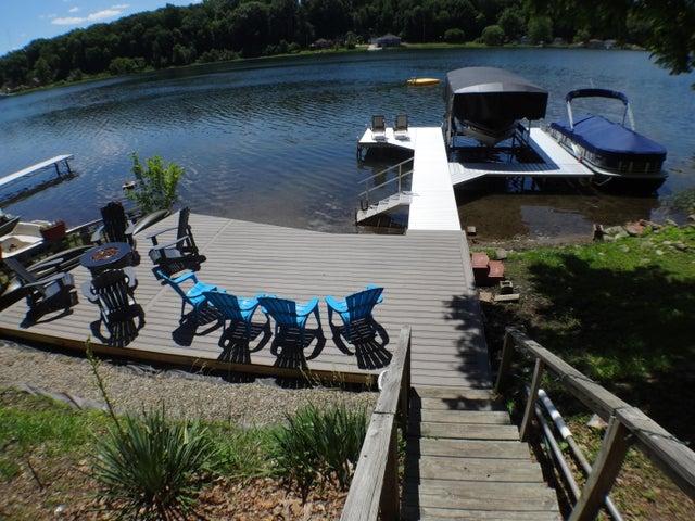 Nice new deck lakeside.