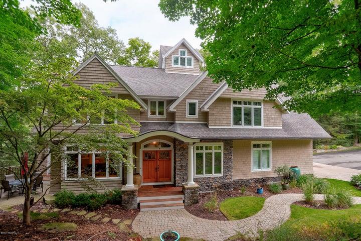 4706 Forest Ridge Drive, Holland, MI 49423
