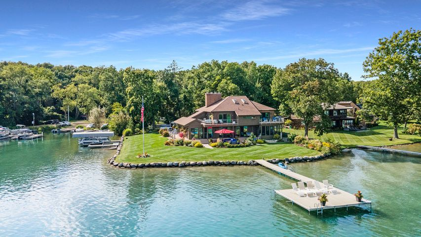 1579 W Gull Lake Drive, Richland, MI 49083