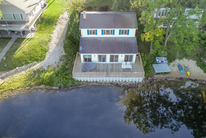 Cool lakefront home on All Sports Bankson Lake.