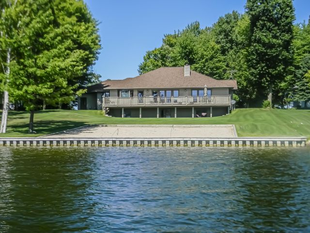 Prime Residential For Sale In Canadian Lakes Michigan 19033248 Beutiful Home Inspiration Semekurdistantinfo