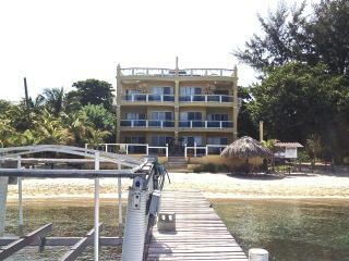 West End ON THE BEACH!, Beachfront Condo, Roatan,