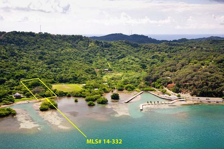 a dock - Punta Blanca, Waterfront Lot - Spot for, Roatan,