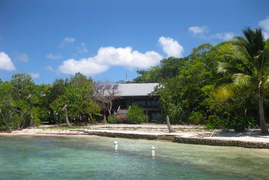 - The Well - South Shore, Casa de Playa, Beachfront Home, Utila,