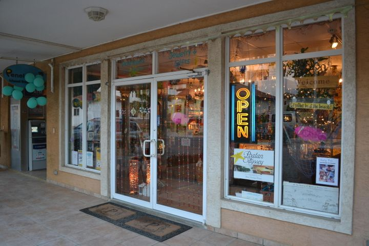 West Bay Mall #5, Penelope Island Emporium, Roatan,