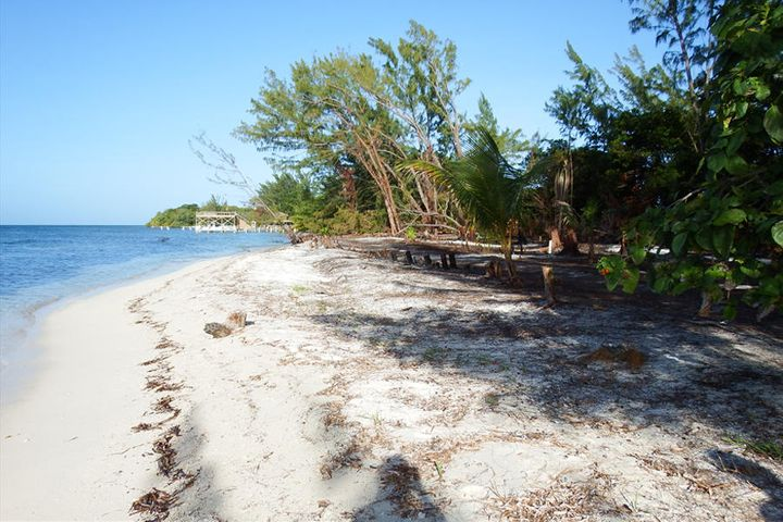- Pine Point - West Shore, 0.47 Acre, Beachfront, Utila,