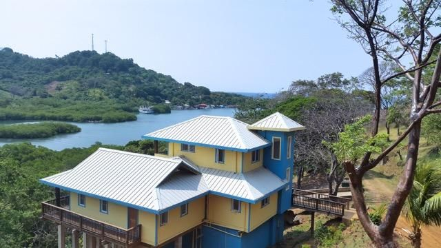 Bodden Bight, Waterfront Home, Roatan,
