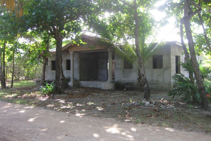 - Trade Winds - East Shore, Partially Completed Home, Utila,