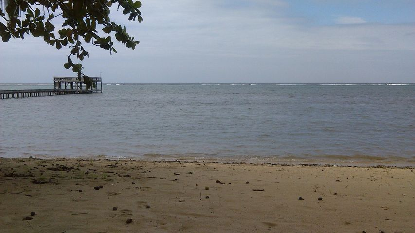BEACHFRONT PROPERTY, Lawson Rock, Roatan,