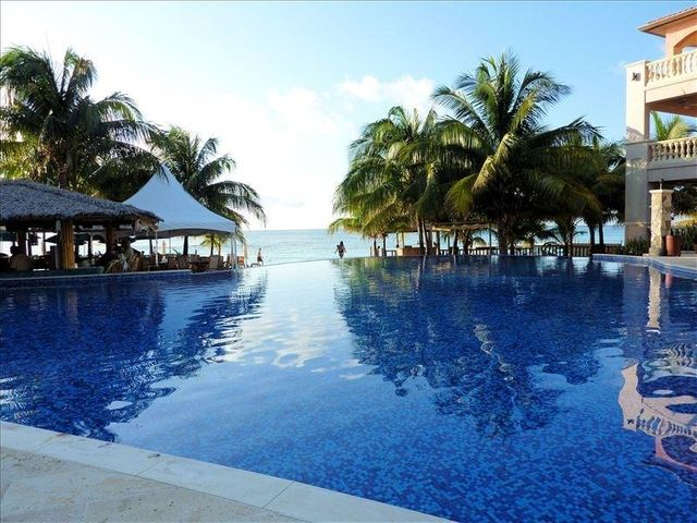 West Bay Road, Infinity Bay Condo #1705, Roatan,