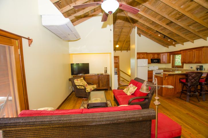 HOME in West End, One of the other BEST VALUE, Roatan,