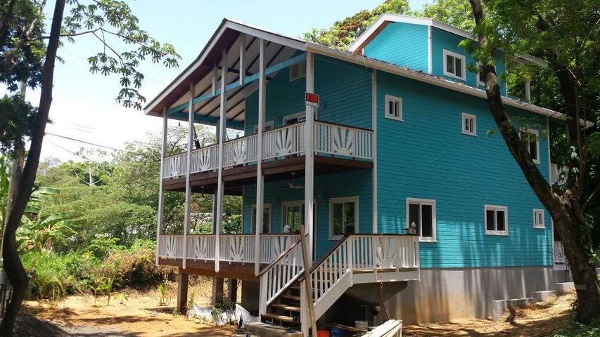 Located on BEACHERS Rd.!, Close to the beach, Roatan,