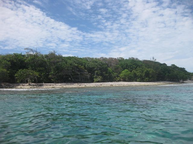 -Mariners Landing, South Shore, 0.34 Acre Beachfront, Utila,