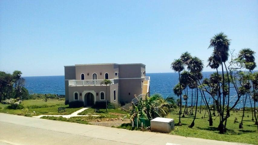 Lighthouse Estates, West Bay, Ocean Front Boutique B&B, Roatan,