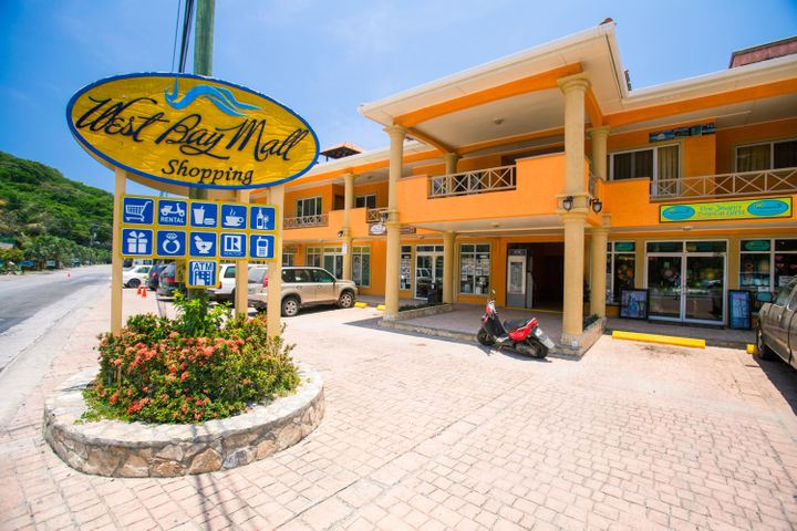 20170925190910390377000000-o Calle Principal West Bay Mall, West Bay Mall condo 3, Roatan, (MLS# 17-406)