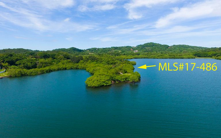 harbour of First Bight, Own a Peninsula of land in the, Roatan,