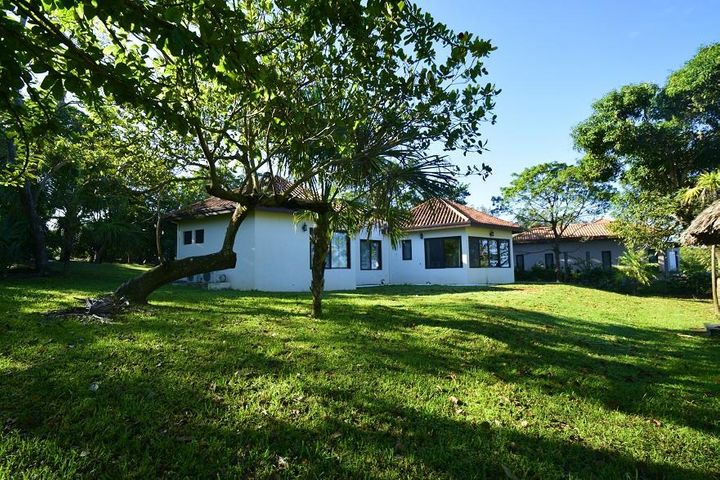 Blue Harbour, Beach Front Home, Lot 21, Roatan,