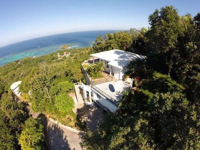 Sandy Bay, Ocean Views Hill Top Home, Roatan,