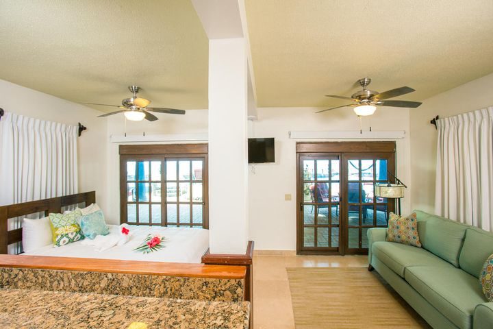 Caribe Tesoro, Beachfront Studio at, Roatan,