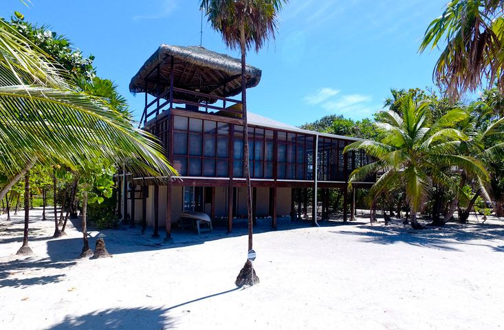 Milton, The Big Beach House, Roatan,