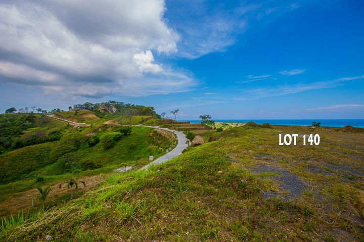 Top to the hill! The perfect location for the perfect home with amazing views, whichever direction you look, guaranteed.