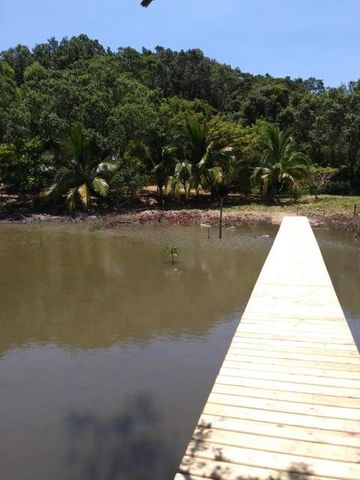 Adjoins Resort Property, Calabash Bight Safe Harbor, Roatan,