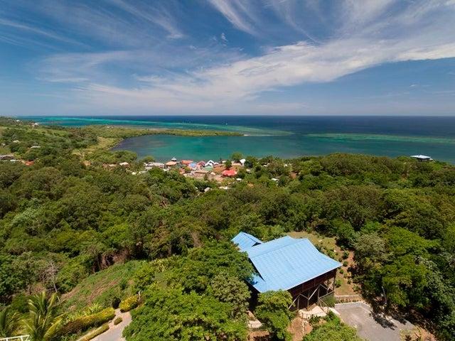 Bight Home, 0.60 Acres, Politilly, 2 Bedroom 2 Bath Ocean View, Roatan,