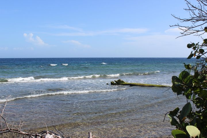 Calabash Bight community, 120ft. Beach Front Lot, Roatan,