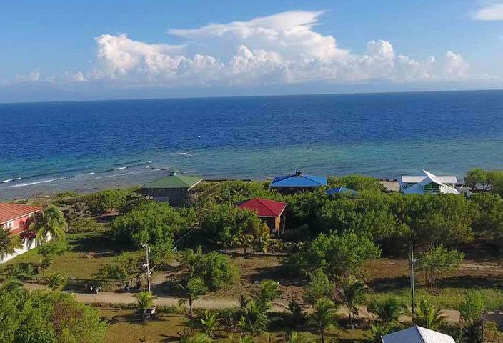 Just 2 lots from the sea, Close to Ocean & Snorkeling, Utila,