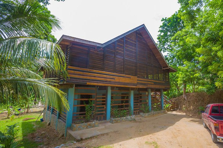 Producing Property in G.Bight, Newly Renovated Income, Roatan,