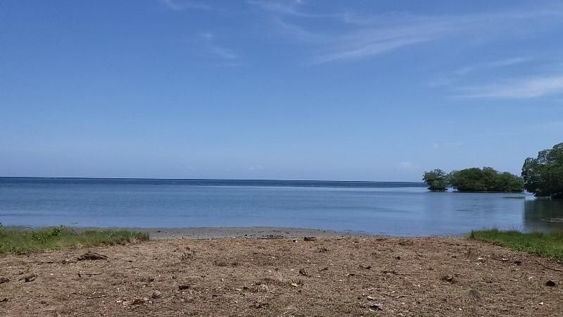 Gentle Slope, Gumbalimbo, 0.34 Acres with 39 Ft of Beach, Roatan,