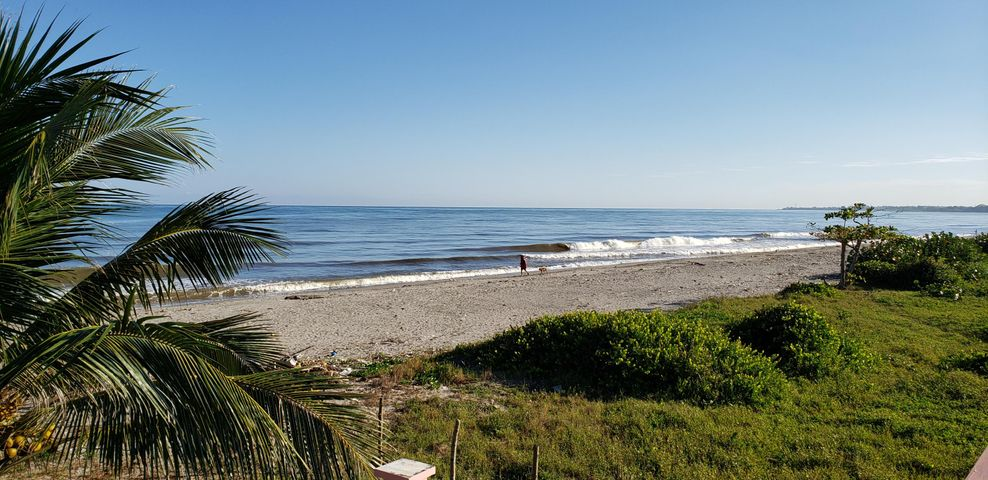 2bd 2ba plus Care taker unit., Ocean Front Villa La Ceiba, Roatan,