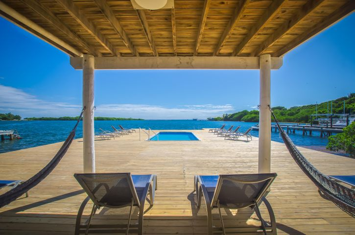 Level, 5 Bedrooms, 6 Bath, Oceanfront Home Multiple, Roatan,