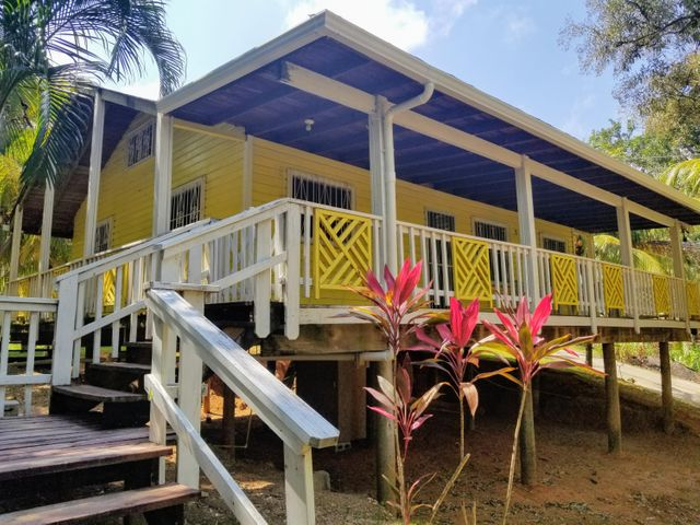 Sandy Bay, Island House on Spacious Lot, Roatan,